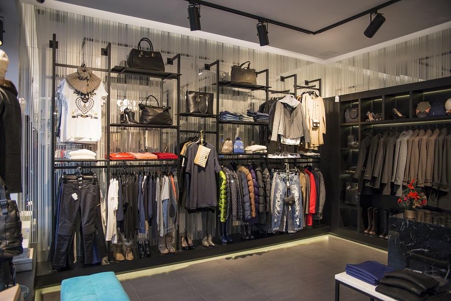 Modne ubrania Meble sklepowe i wyposażenie sklepów - regały sklepowe, meble do DO81